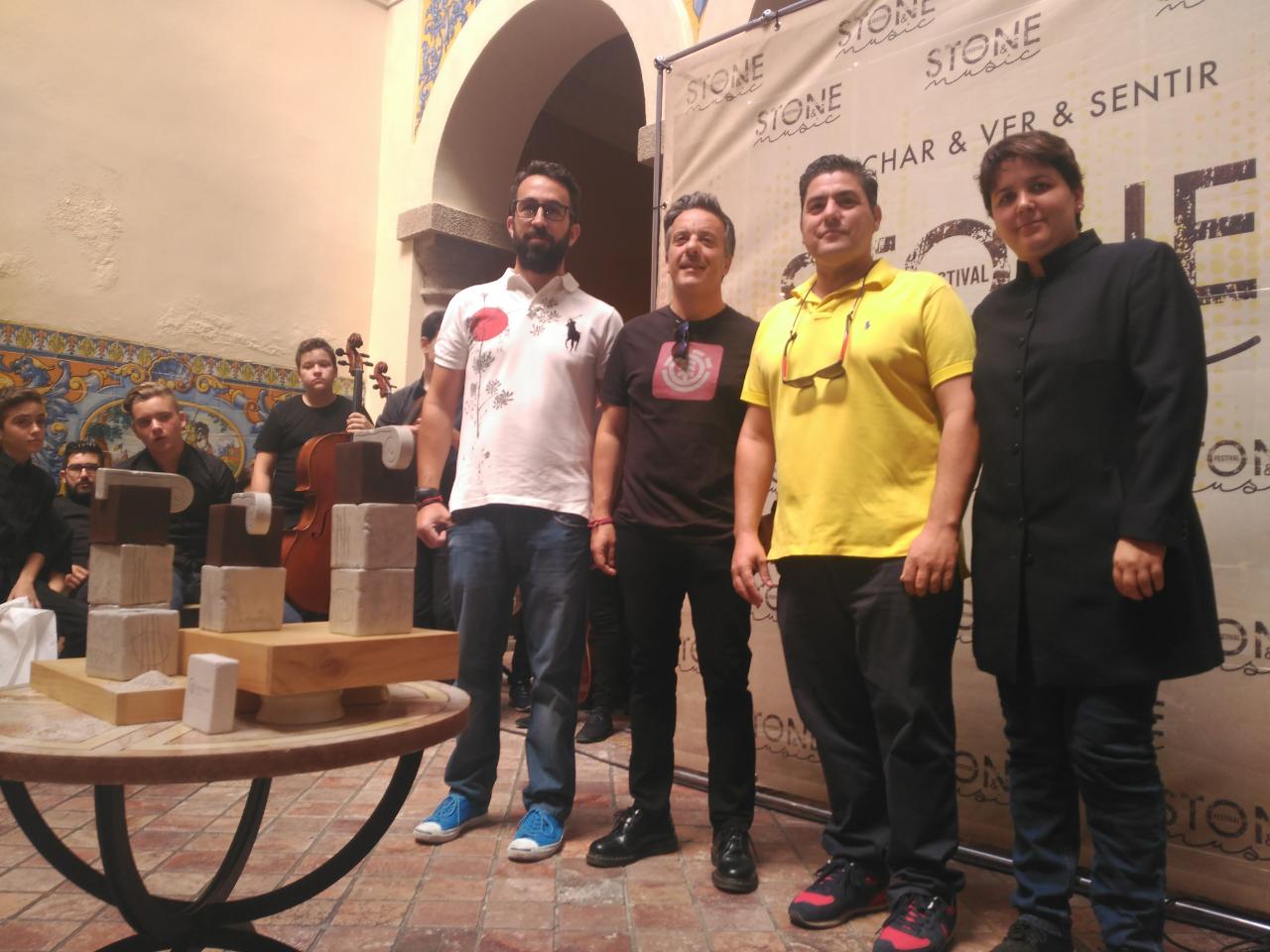 Pilar Vizcaíno junto a Carlos Lobo y Terracota