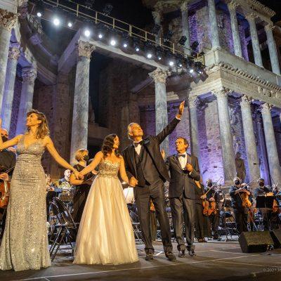STONE&MUSIC FESTIVAL 18/09/2021.- El cantante italiano Andrea Bocelli acompañado por la orquesta de Extremadura y dirigida por Marcello Rota, ofrece un concierto en el Teatro Romano de Mérida en el marco del Stone Music. foto/ Jero Morales