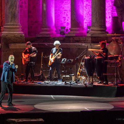 STONE&MUSIC FESTIVAL 19/09/2021.- El cantante José Luis Perales ofrece un concierto en el Teatro Romano de Mérida en el marco del Stone Music. foto/ Jero Morales